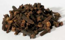 Dried Cloves and dried cardamon