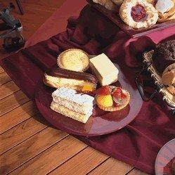 CREME DELUXE Cakes