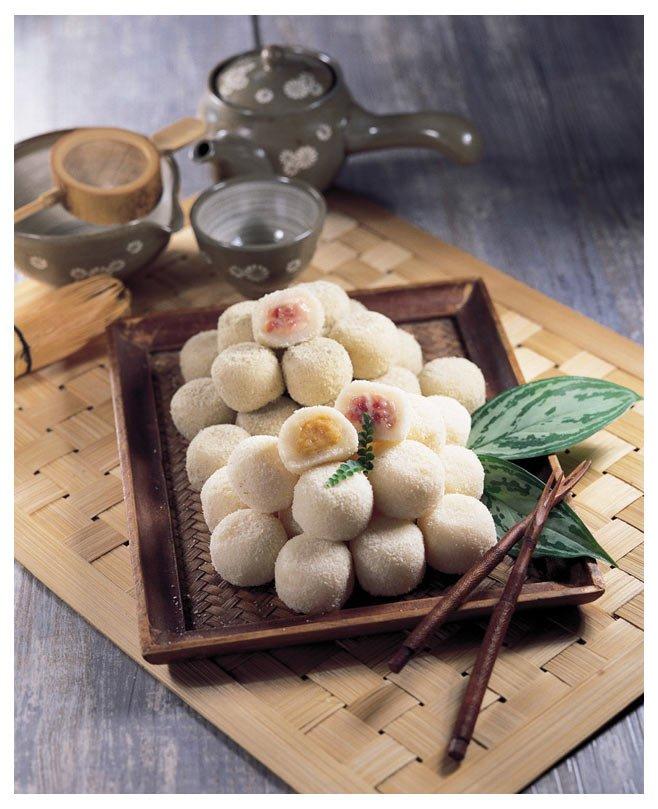 Sweet Rice Balls (strawberry, fresh cream, sweet potato)