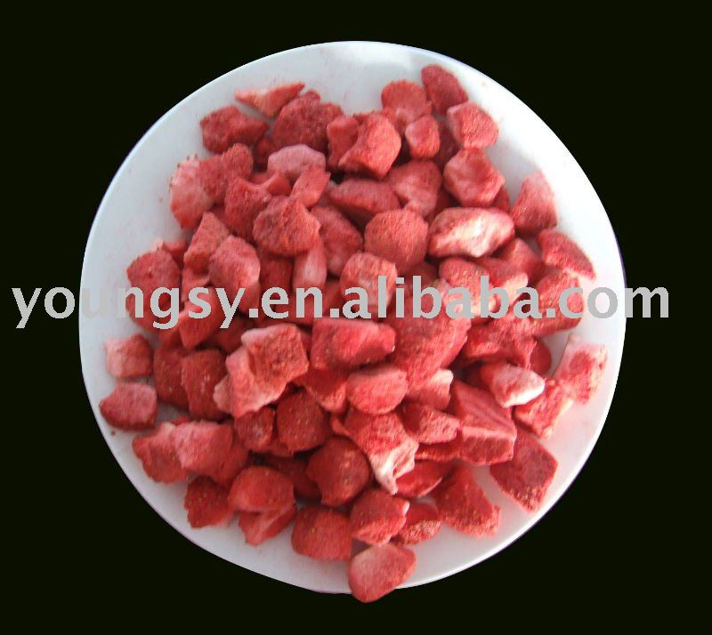 Vacuum dried strawberry