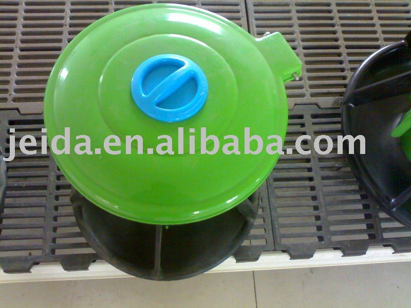 Plastic  Nursery  Feeder