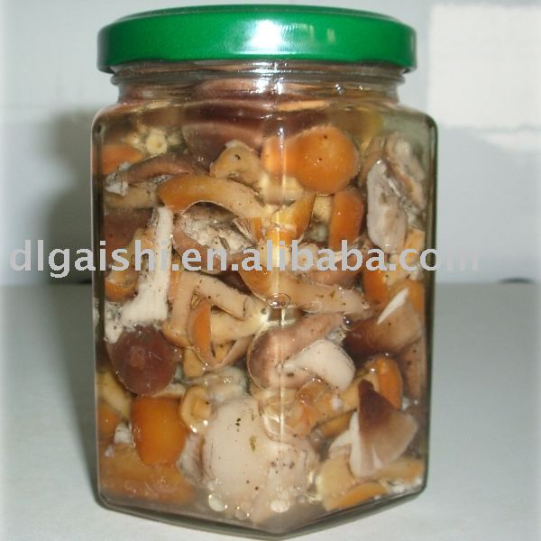 mixed mushrooms in oil