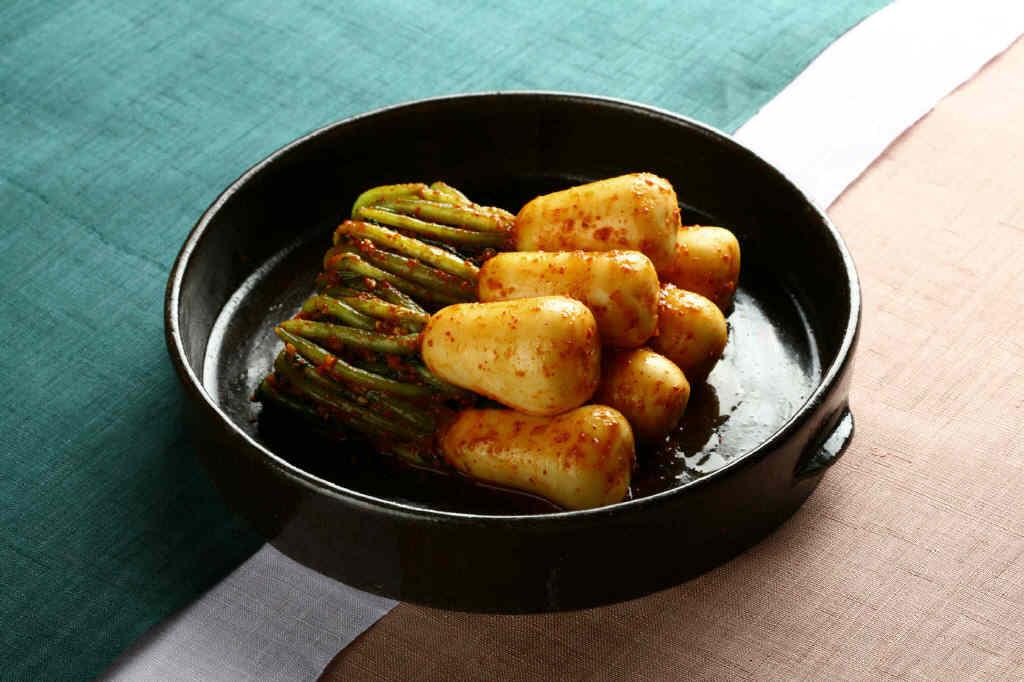 Radish Kimchi (Spicy)