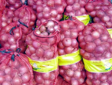 red onion and yellow onion
