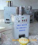 Non-invasive dry-type garlic peeling machine