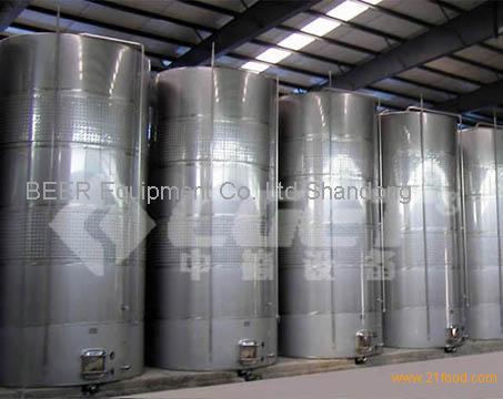 red wine fermenting tank