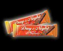 DAY AND NIGHT WAFER WITH WALNUT STUFFING AND MILK-AND-CACAO GLAZE 42g