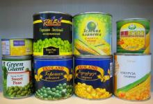 canned green peas in tins