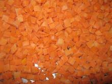 sell frozen carrot dices(iqf carrot dices)