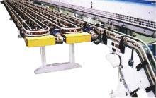 Roller chain conveyor and plastic flat chain conveyor