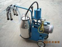 Mechanical moving single bottle cow milking machine