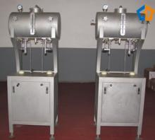 Bottle filling machine with double head