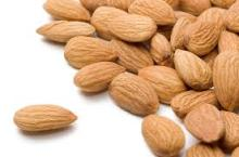 Hulled Almond Nuts